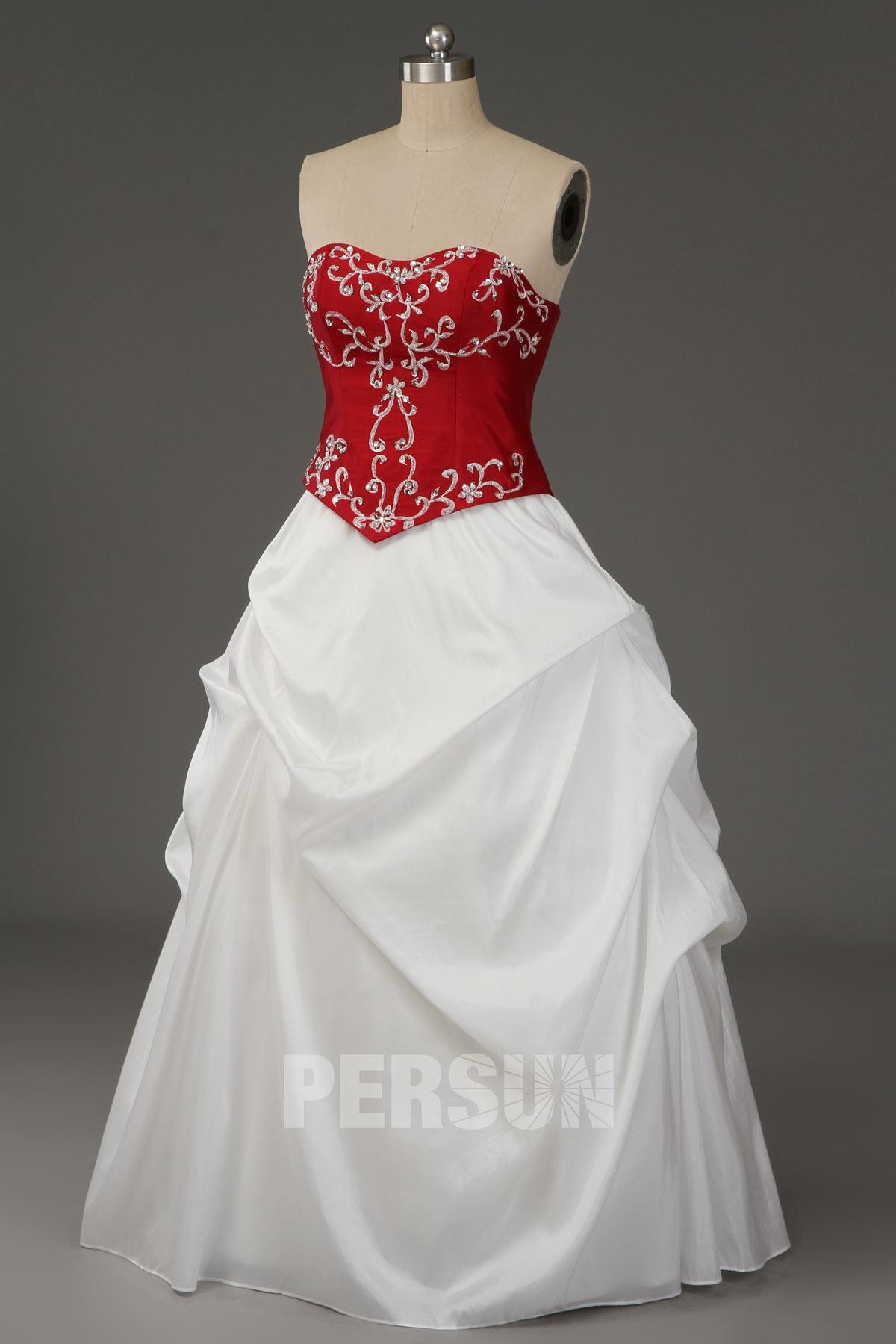 robe de mariée princesse blanche rouge brodé de motifs vintage