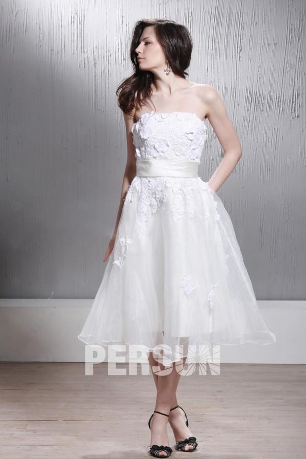 robe de mariée mi-longue bustier droit en dentelle appliquée