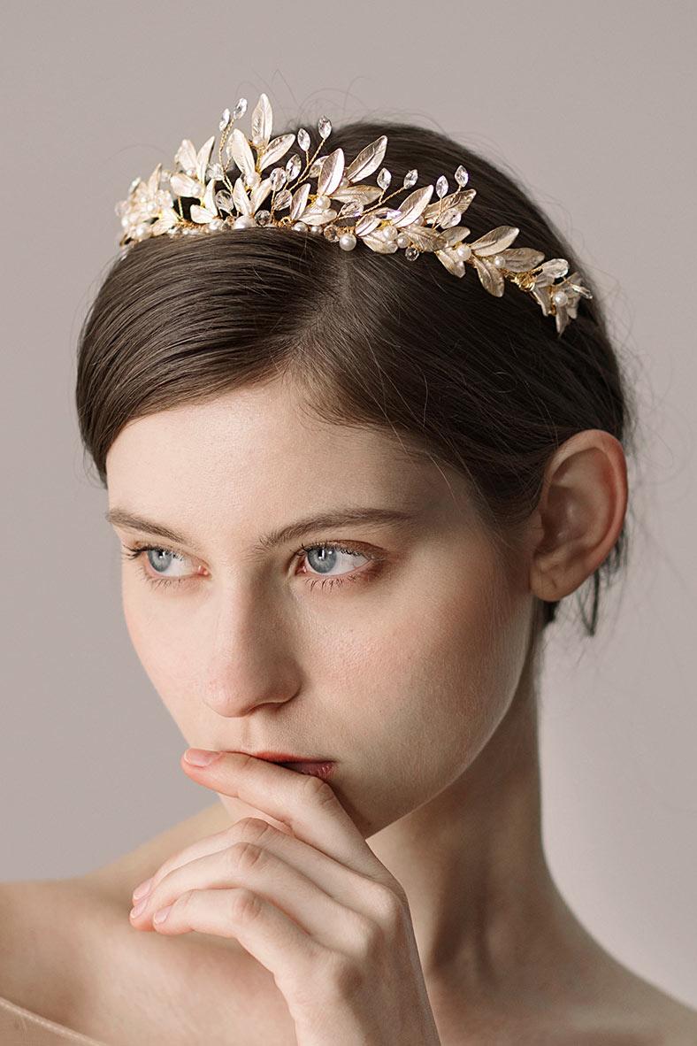couronne de mariée aux feuilles perlées